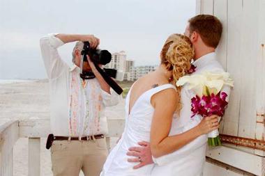 به توصیه این عکاسان خوب گوش کنید تا عکس های عروسی تان هرچه زیباتر شده و شما در عکسها بدرخشید.